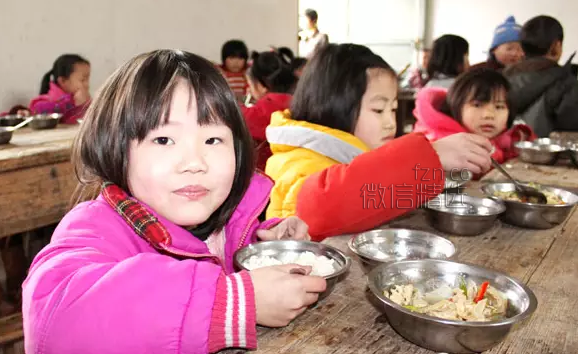 一个无收入的大学生,七夕给女朋友买了花,吃了大餐,然后……