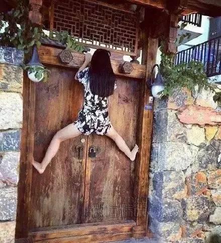搞笑图片:女汉子,这是要红杏出墙啊