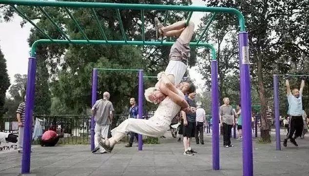 老年人健身有多野?市井里练的才是真修行。