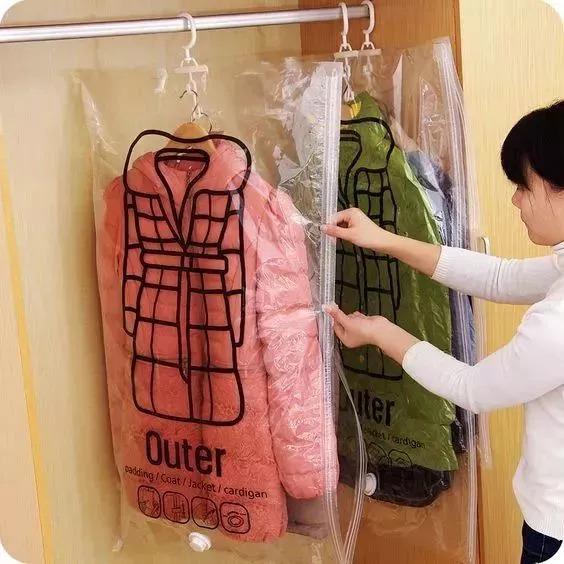 冬天厚衣服这样收,不回潮,无折痕,还省出个大衣柜
