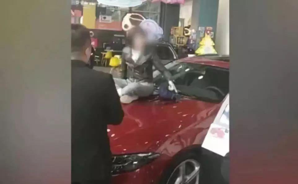 奔驰女车主接受专访,经销商咋就这么强势?