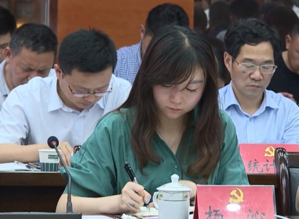 19岁进银行29岁成行长挂职副县长,官方凌晨回应