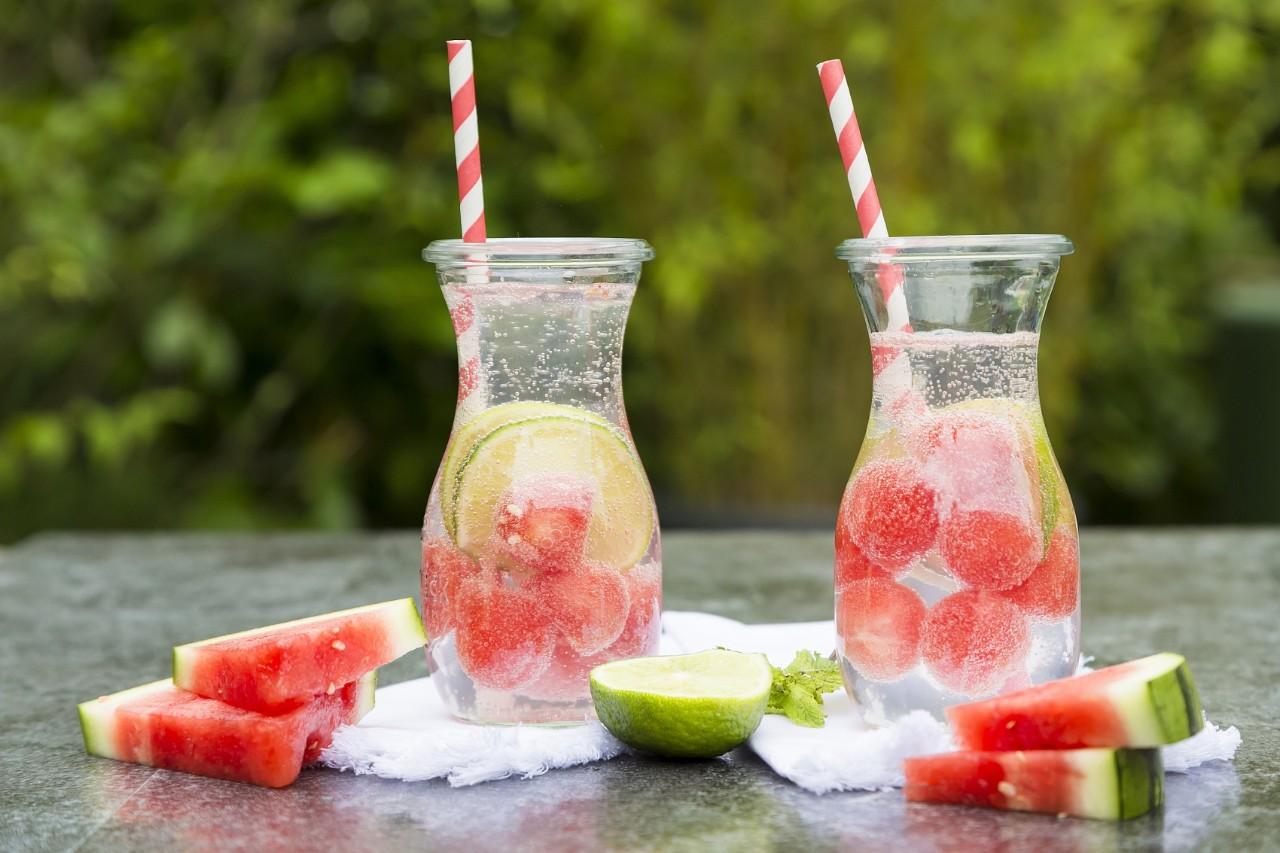 冷饮和热饮,哪个更解暑?答案出乎意料