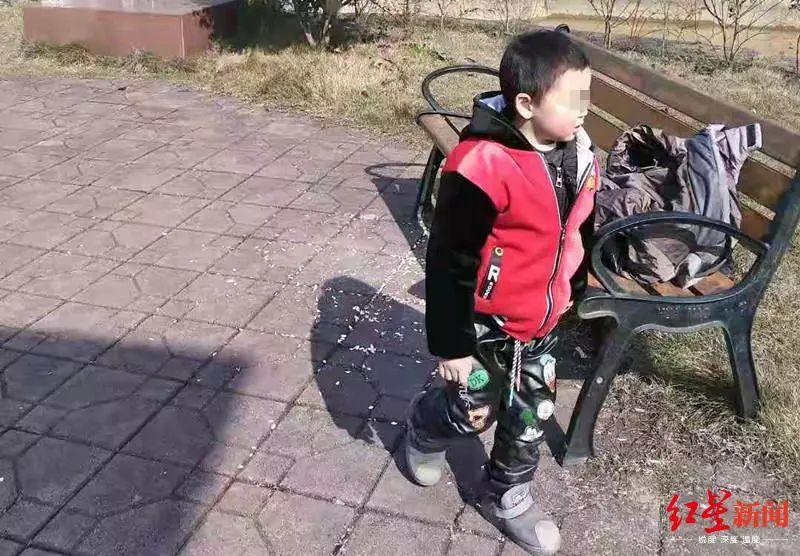 四川有位爸爸忙着回微信 结果一抬头 4岁儿子就不见了