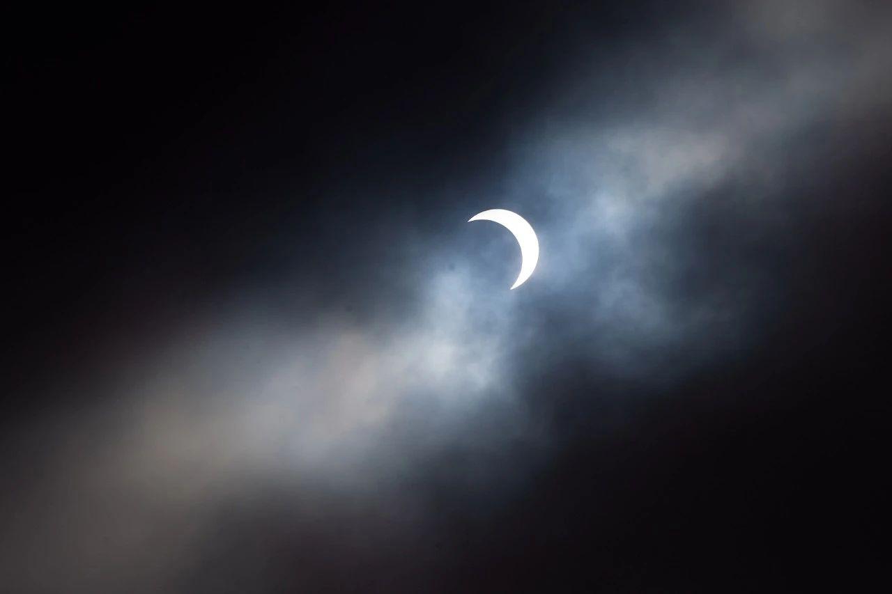 高清大图!金边日食高光时刻-小苏-每日微信精选