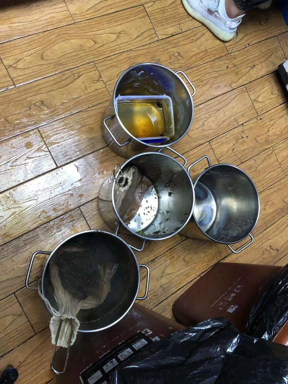 知名奶茶店茶百道、7分甜、 熊姬、1点点、COCO都可后厨曝光,网友不淡定了