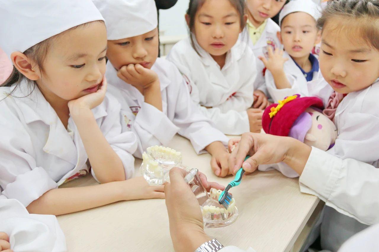 健康时报:孩子长牙晚是缺钙?孩子护牙的十个误区,很多人还深信不疑!